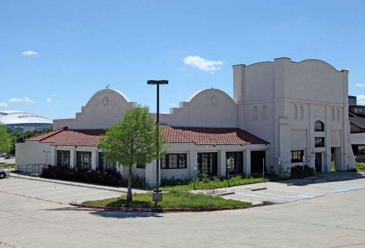 Ojos Locos Sports Cantina leased a 7K SF freestanding restaurant building at 1620 East Copeland Road in Arlington. Weitzman's Gretchen Miller and Stephen Wise handled negotiations as leasing agents representing the property. Pete Podesta and Alden Harris with SHOP Companies repped the restaurant.