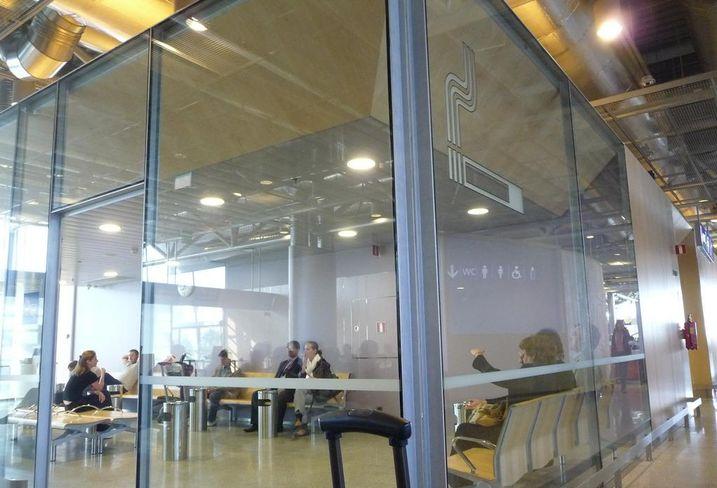Airport smoking room