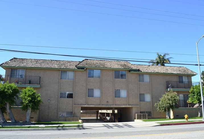 Multifamily complex in West LA sells for approximately $6.6M.