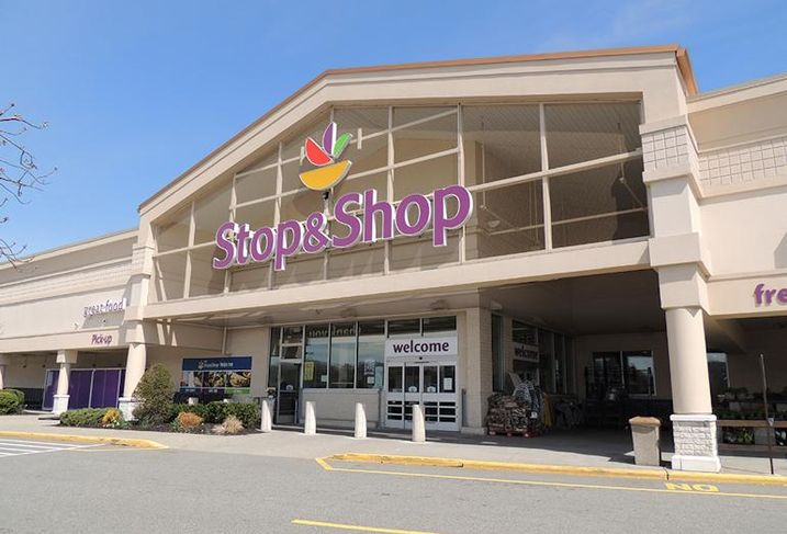 Stop & Shop at Plaza 23 in Pompton Plains, NJ