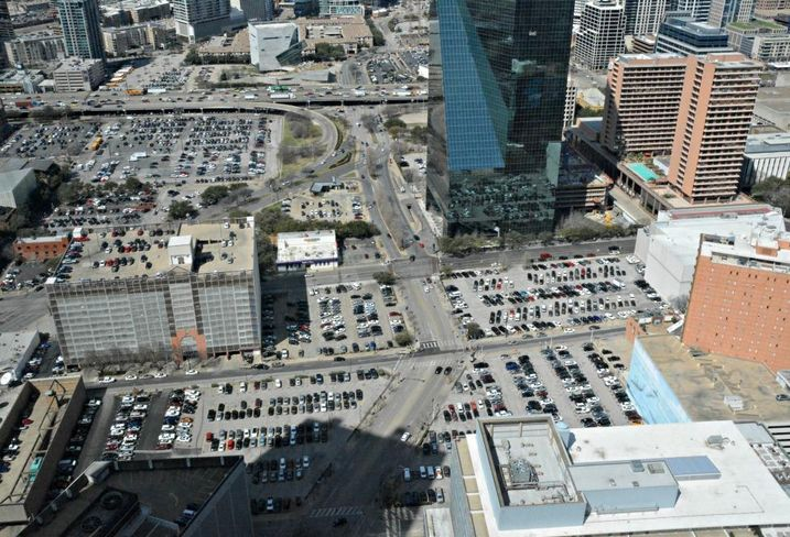 Downtown Dallas parking, fountain place, lots