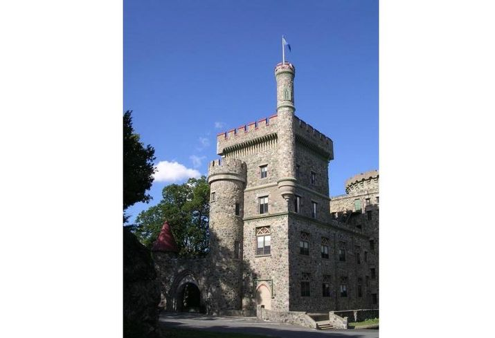 The most notable amenity in this dormitory is not in the form of technology or swimming pools, but in architecture. The Norman-style Usen Castle at Brandeis University in Massachusetts was built in 1928 and is listed on the U.S. National Register of Historic Places. Over the last year, the castle was set to be demolished to make way for a new dormitory. The $38M new dormitory will preserve towers A and B on the site when it delivers in summer 2018.