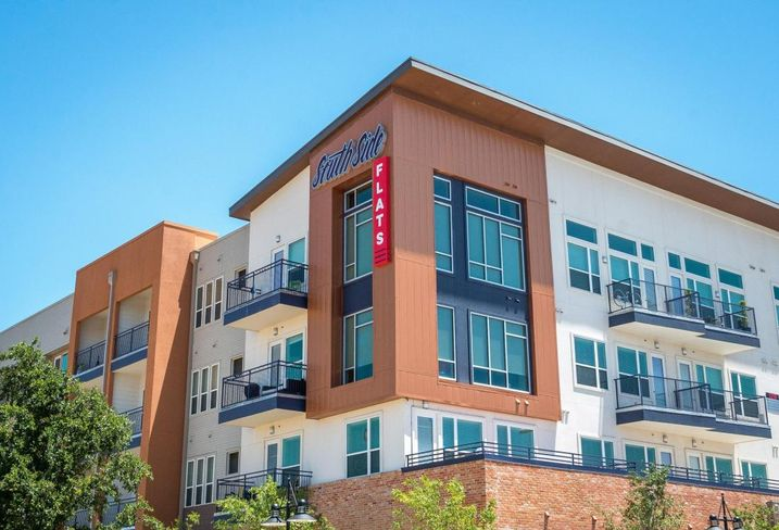 JPI sold South Side Flats by Jefferson in the Cedars to Waterton. Matthews Southwest partnered with JPI on the community, which is the first newly constructed market-rate multifamily community built in the area. CBRE represented JPI and Matthews Southwest.
