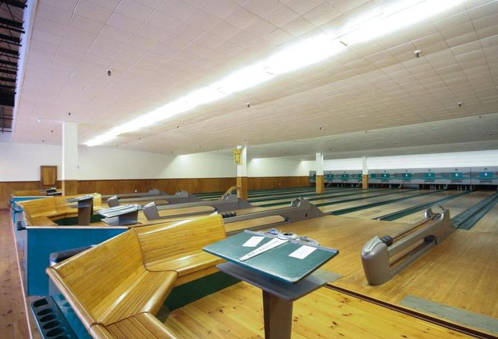 Shamrock Bowl Coxwell east end Colliers