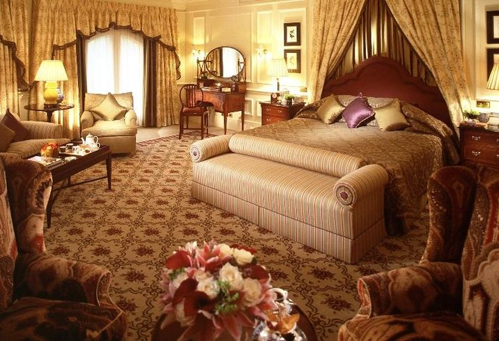 You're A Middle Eastern Millionaire Visiting London And Your Favorite Hotels Are Blacklisted. Where Are You Gonna Sleep?