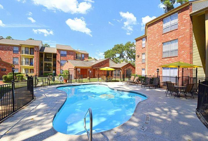 Garden Style Apartment Pool