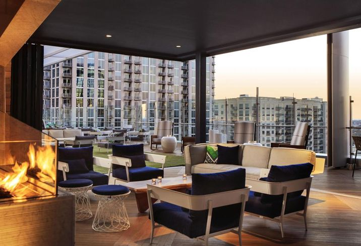 Kimpton Tryon Park Hotel is a 217-room boutique hotel overlooking Romare Bearden Park and BB&T BallPark.   The 18-story hotel features more than 9K SF of event and meeting space, 14 suites and a 1,300SF presidential suite. Merchant & Trade rooftop lounge features a 2K SF rooftop lawn.
