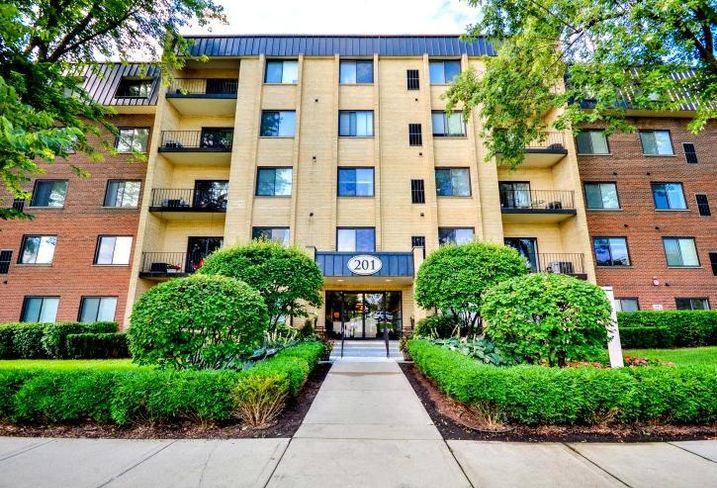 Cook Apartments, Libertyville, Illinois