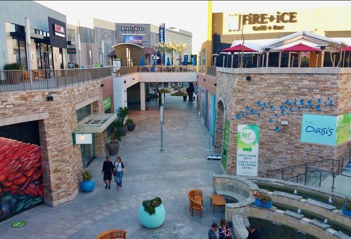 Restaurants In Garden Walk Anaheim: Anaheim GardenWalk, A Retail Center Next To Disneyland, Is