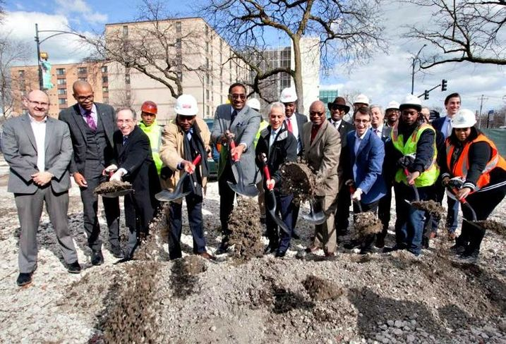 Mayor Rahm Emanuel and dignitaries at the groundbreaking of a Jewel-Osco supermarket in Woodlawn.