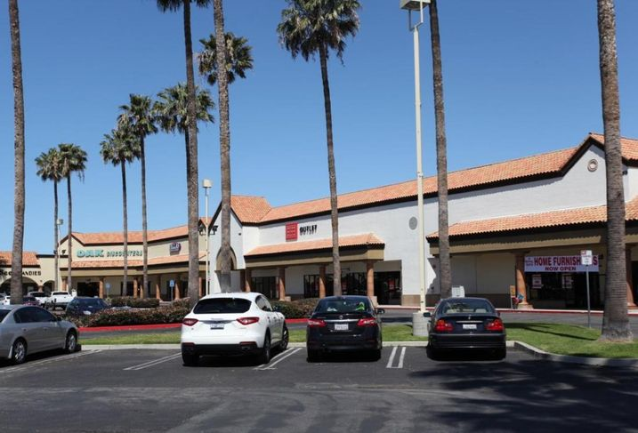 A Royal Suite has signed a lease to occupy 15K SF of retail space at The Marketplace shopping center in Oxnard.