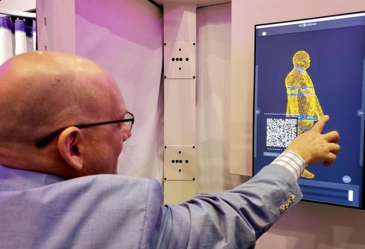 Size Stream Vice President of Sales Jeff Messer demonstrates the company's 3D body scanner at ICSC RECon 2018 in Las Vegas.