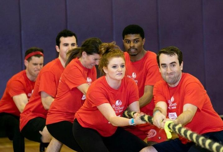 Team CIBC competes in the tug of war challenge – one of six events in the inaugural JDRF Illinois Real Estate Games.