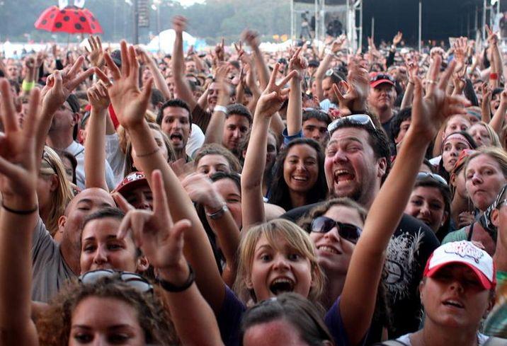 Crowd people population