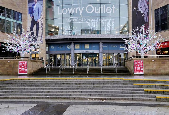 Salford lowry outlet mall peel holdings