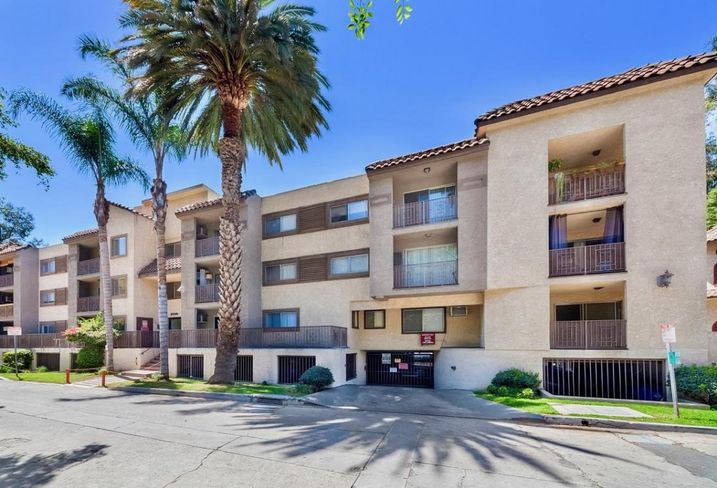 Xenon Investments Corp. acquires 67K SF Las Villa Apartments in Hollywood for $28.05M.