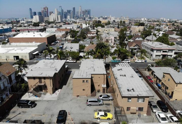 An undisclosed personal trust has acquired an 18-unit multifamily property near downtown Los Angeles from an undisclosed limited liability company for $2.4M. The deal at located at 122 -132 E. 28th St. consisted of three adjacent apartment buildings with 13 one-bedroom units and five two-bedroom units. Marcus & Millichap's Jason Tuvia represented the seller. Marcus & Millichap's Tuvia, Jordan Epstein and Janette Monfared represented the buyer.