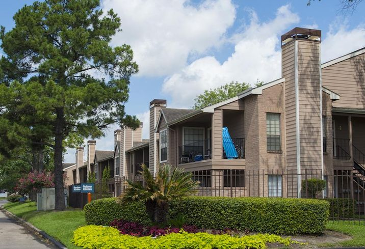 Dallas Firm Picks Up 6 Apartments In Houston Expansion
