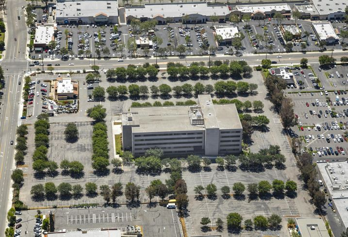 Mixed-use 3039-3041 Cochran Street in Simi Valley