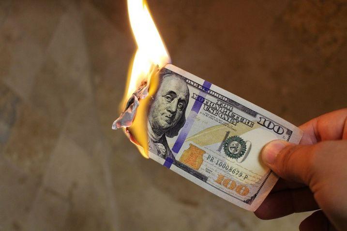 Burning-money pixabay