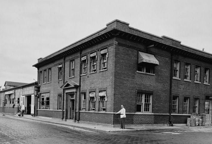 A 1933 photo of the Washington Navy Yard's Building 142, used for the research of radio technology