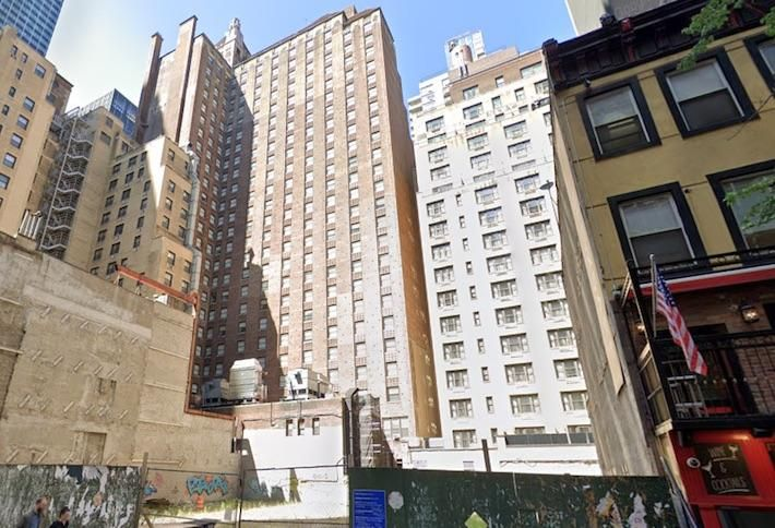 Chinese Firm Dropping $114M On Stalled Manhattan Project, Plans New Tower