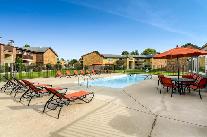 CBRE recently completed the sale of a 235-unit apartment community in Denver.