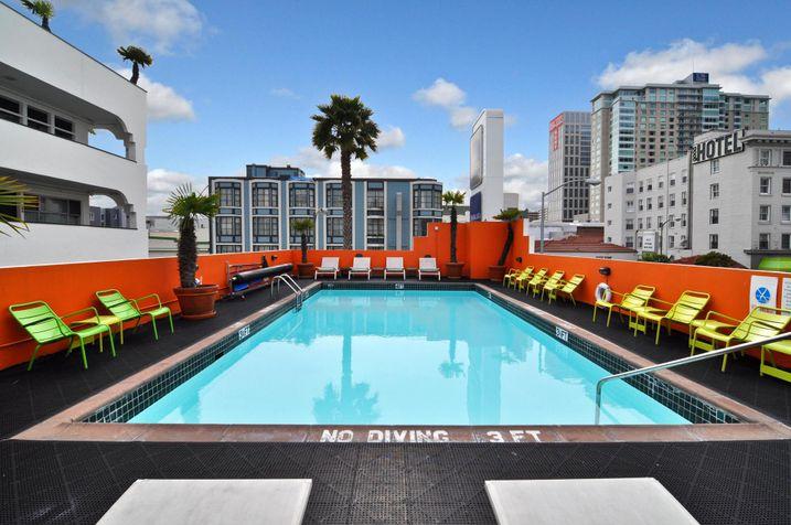 Americania Pool