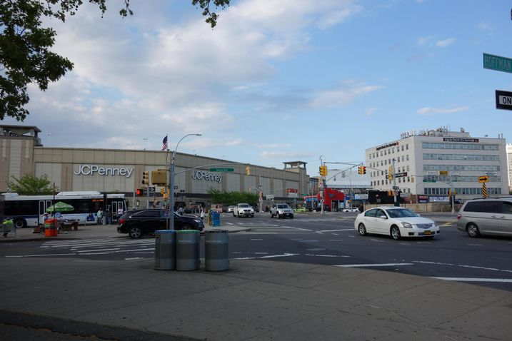 Macerich Gets Forbearance On $600M Queens Center Mall CMBS Loan