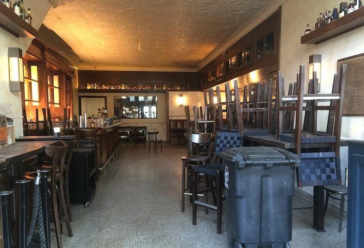 Bagian dalam bekas bar di 319 Pennsylvania Ave. SE, difoto hari Selasa.