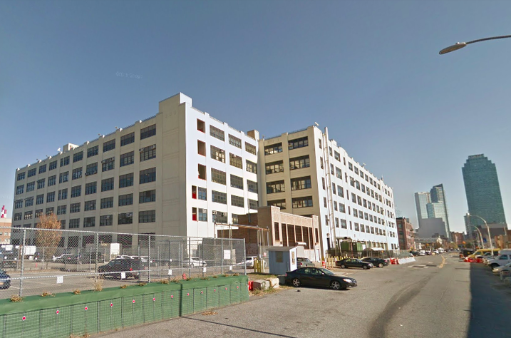 Amazon will lease the 672K SF 44-36 Vernon Blvd., owned by the New York City Department of Education, in 2019. It will also lease 1M SF at One Court Square, the blue skyscraper in the distance.