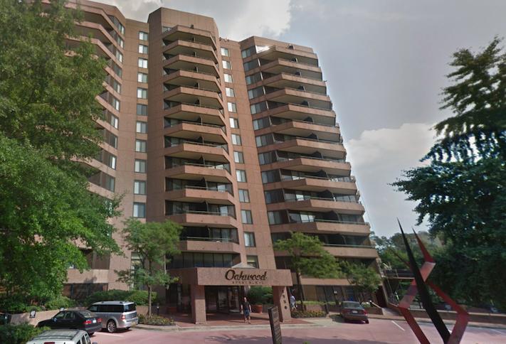 The Oakwood Arlington apartment building at 1550 Clarendon Blvd.