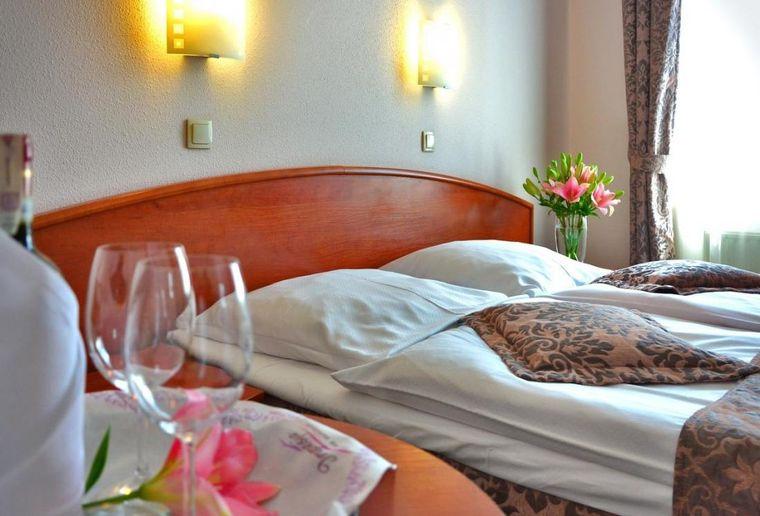 Hotel room, hotel industry