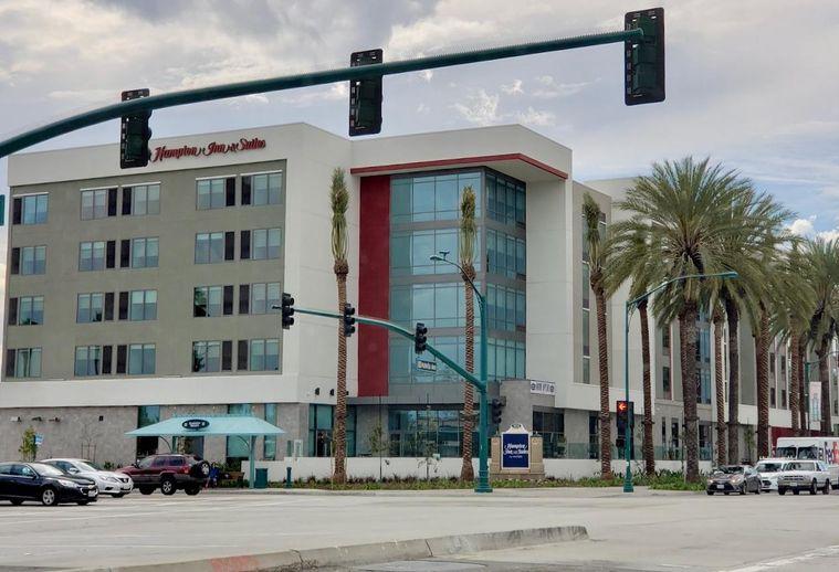 Hampton Inn & Suites Anaheim